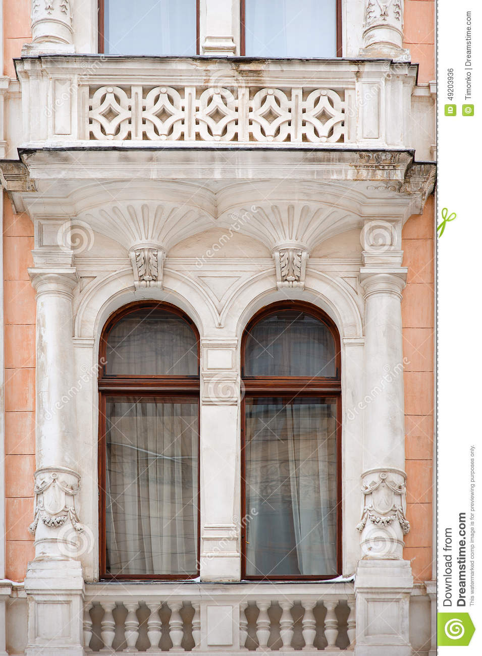 Architecture and windows of ancient renaissance style - Fenster style ...