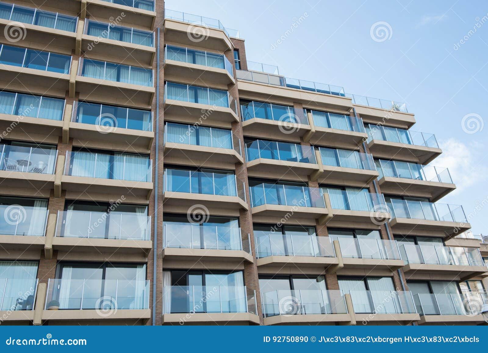 Architectuur - flatgebouwen in België, Vlaanderen in de rug