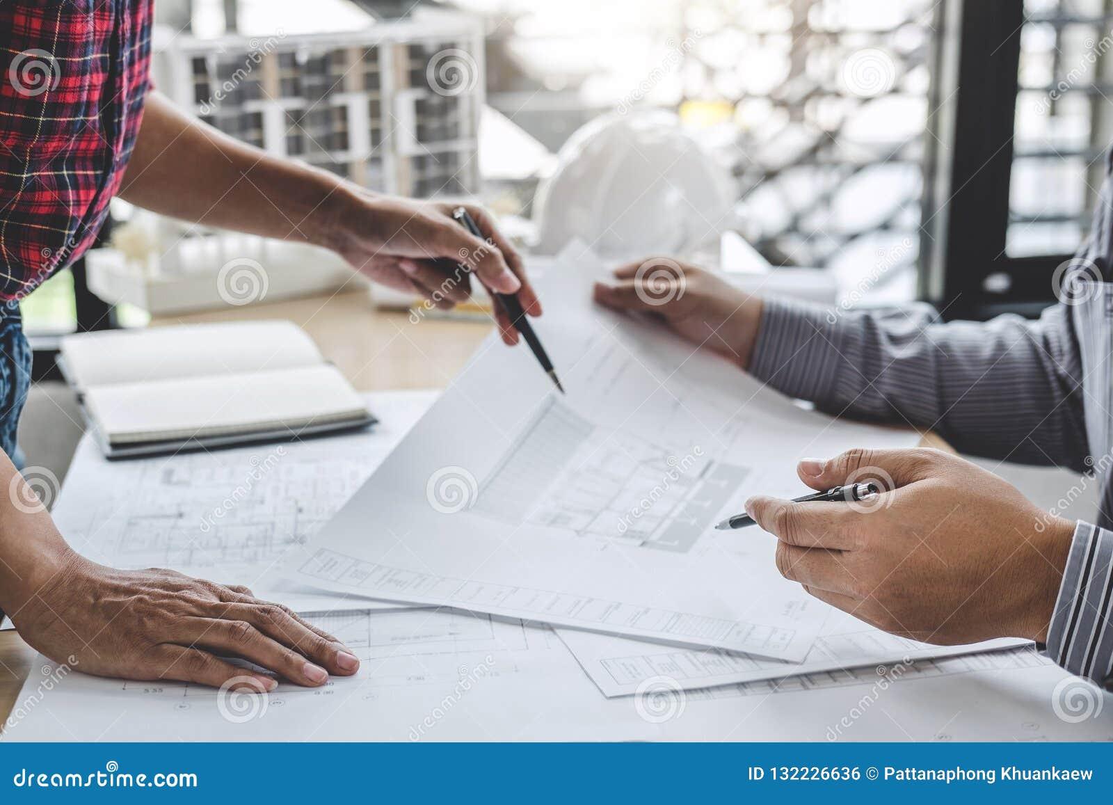 Architektura inżyniera pracy zespołowej spotkanie, rysunek i działanie dla,