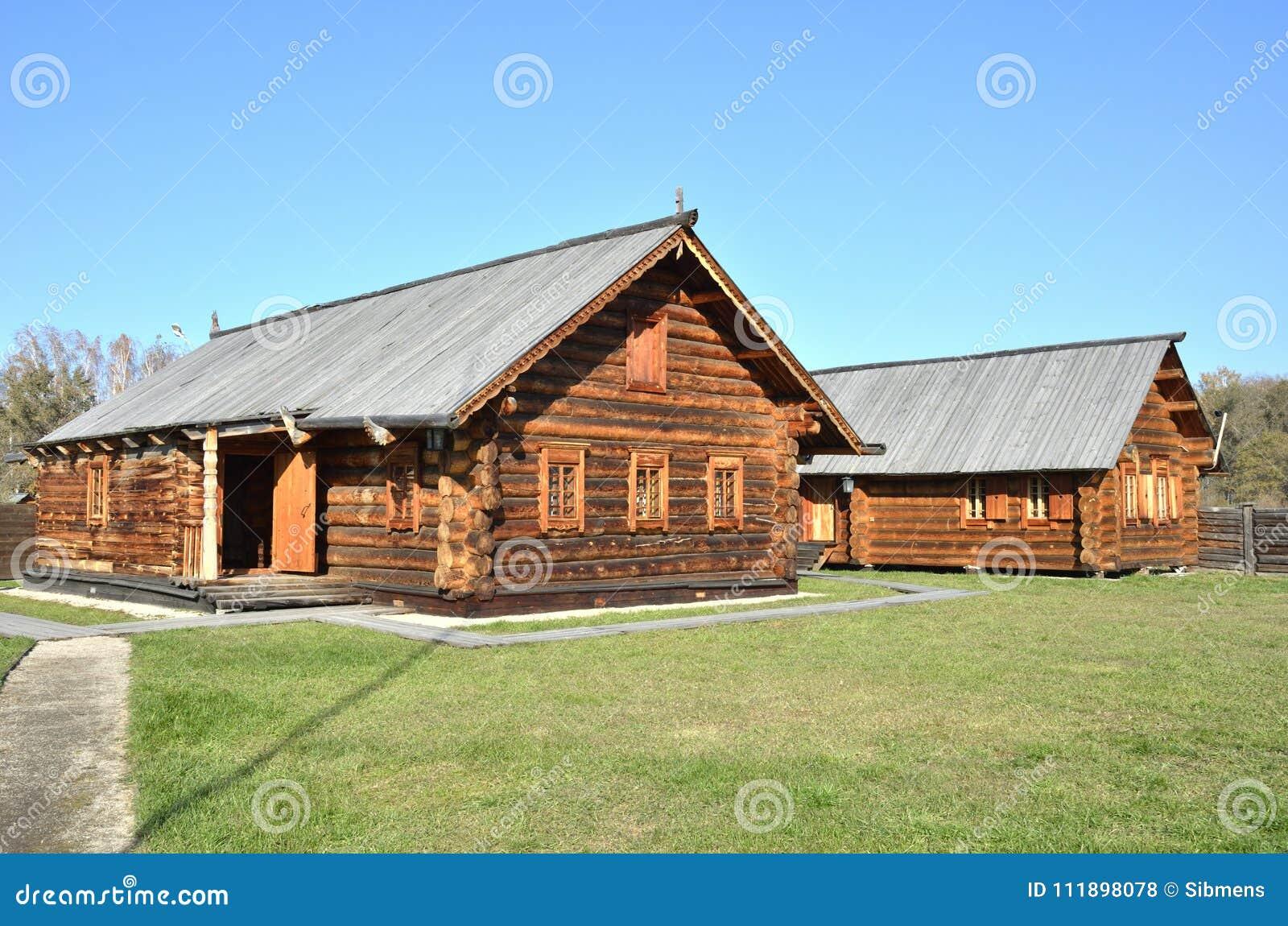 Casette Russe Di Campagna architettura di legno vecchio villaggio russo case di legno
