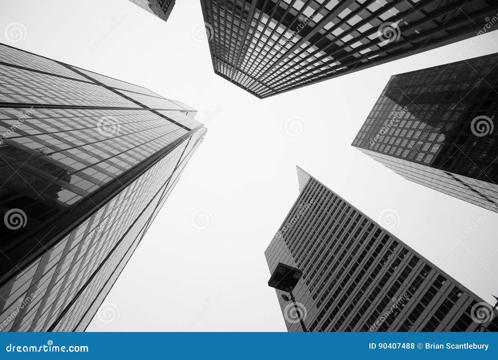 Architettura ed i paesaggi urbani torreggianti di cinque edifici di Chicago