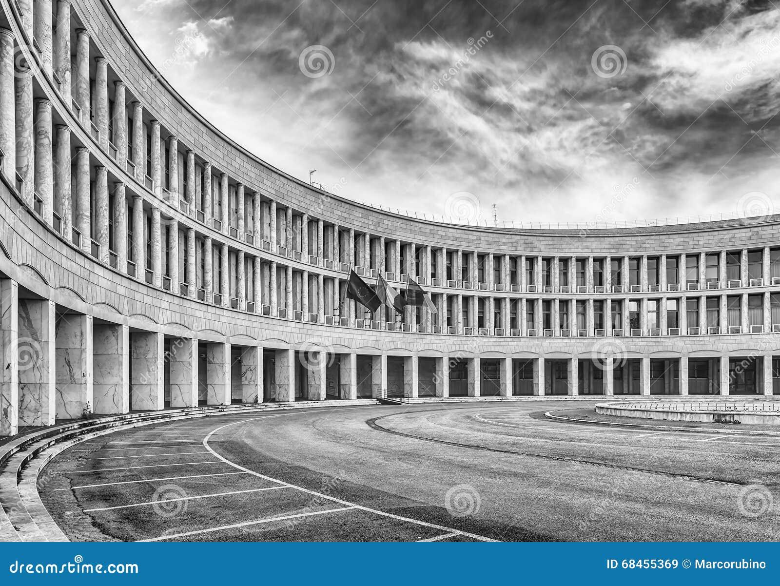 Architettura neoclassica nel distretto di eur roma for Architettura fascista in italia