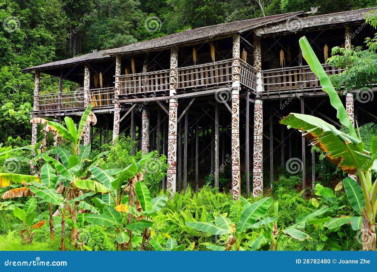 Architettura tribale del longhouse del borneo sarawak for Piani di casa di architettura del sud