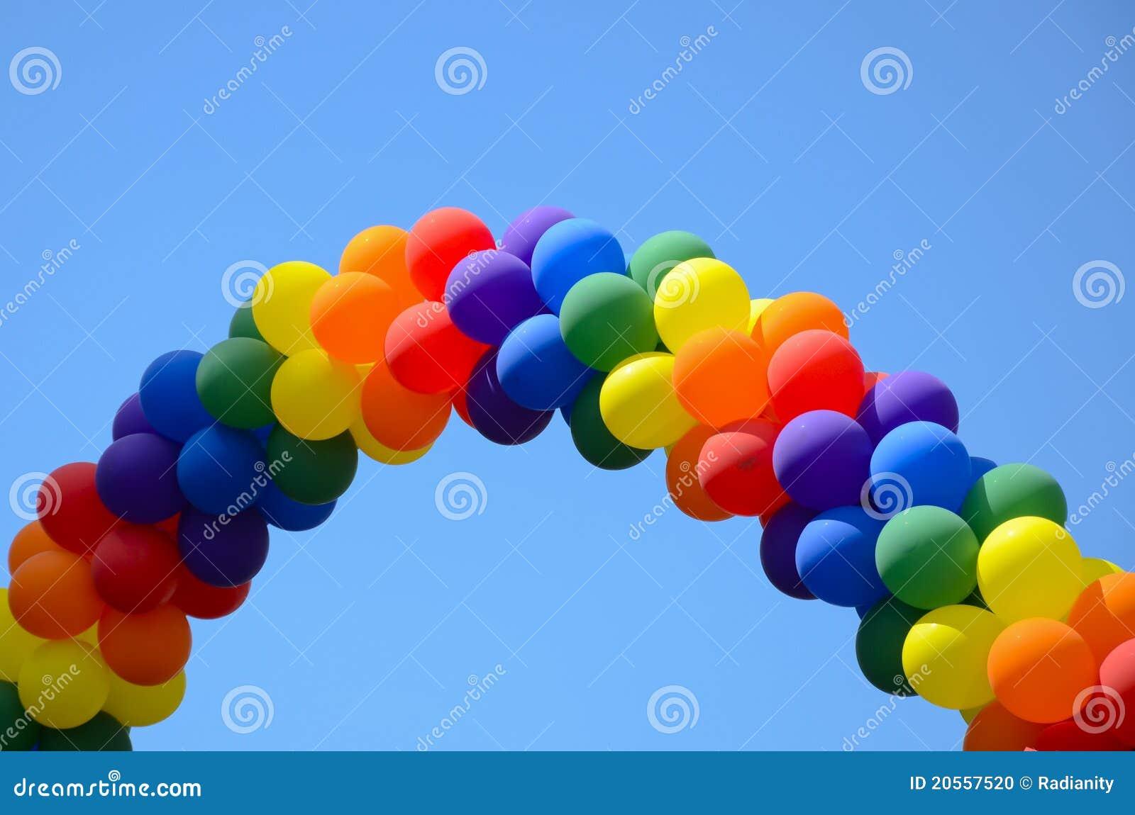 Um Arco Do H  Lio Colorido Balloons Dando Forma A Um Arco   Ris De