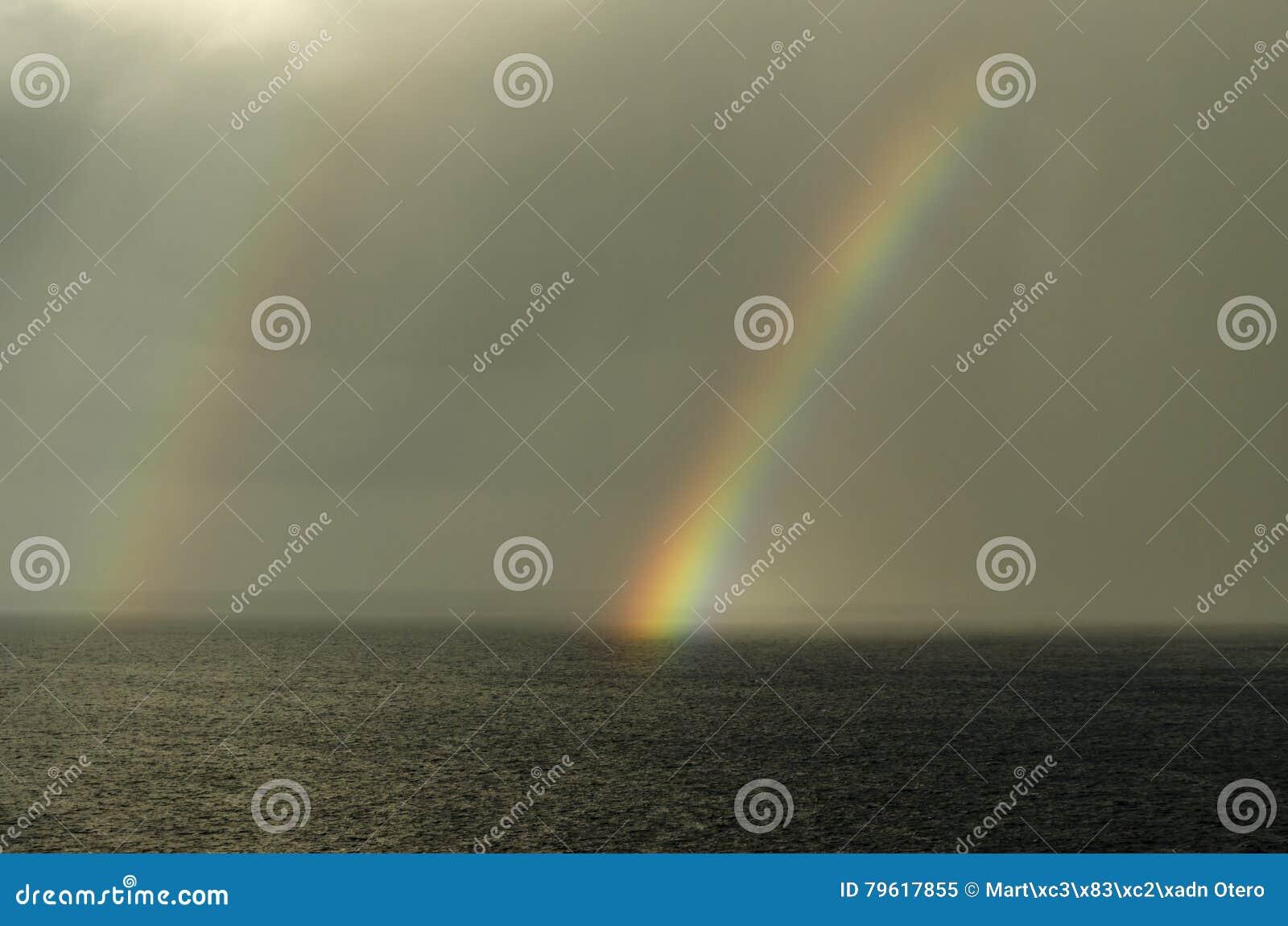 Arco-íris dobro no mediterrâneo