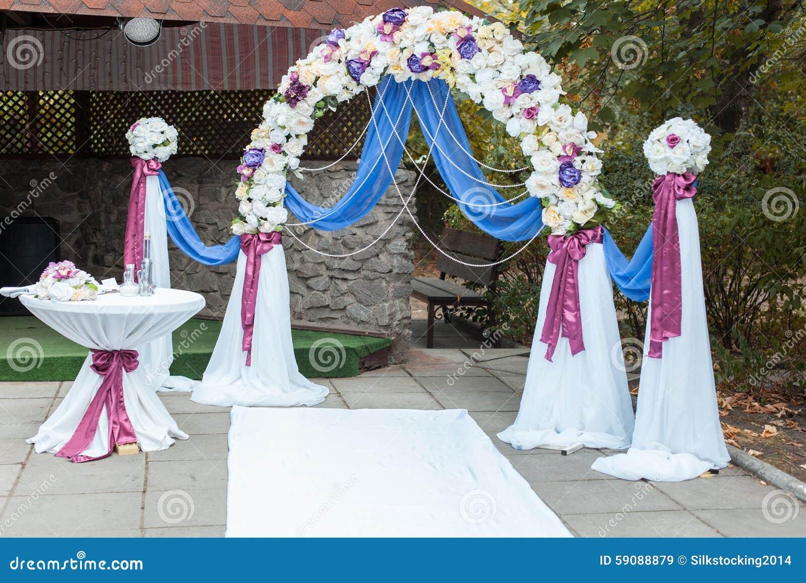 Arco al aire libre de la boda foto de archivo imagen for Peces para estanques al aire libre
