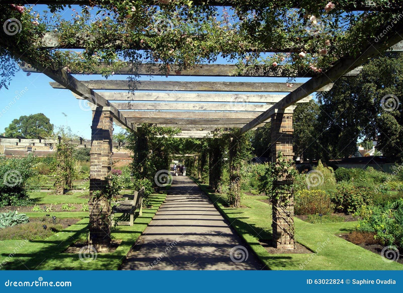 Arco Color De Rosa Real De Los Jardines Botánicos En Kew, Londres ...