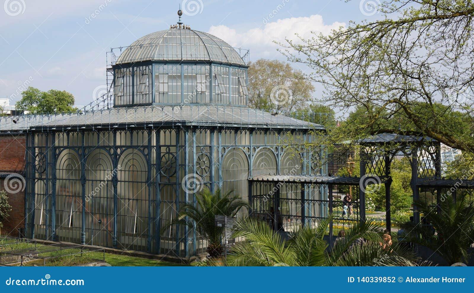 Arco constructivo histórico del parque de Alemania del parque zoológico de Wilhema
