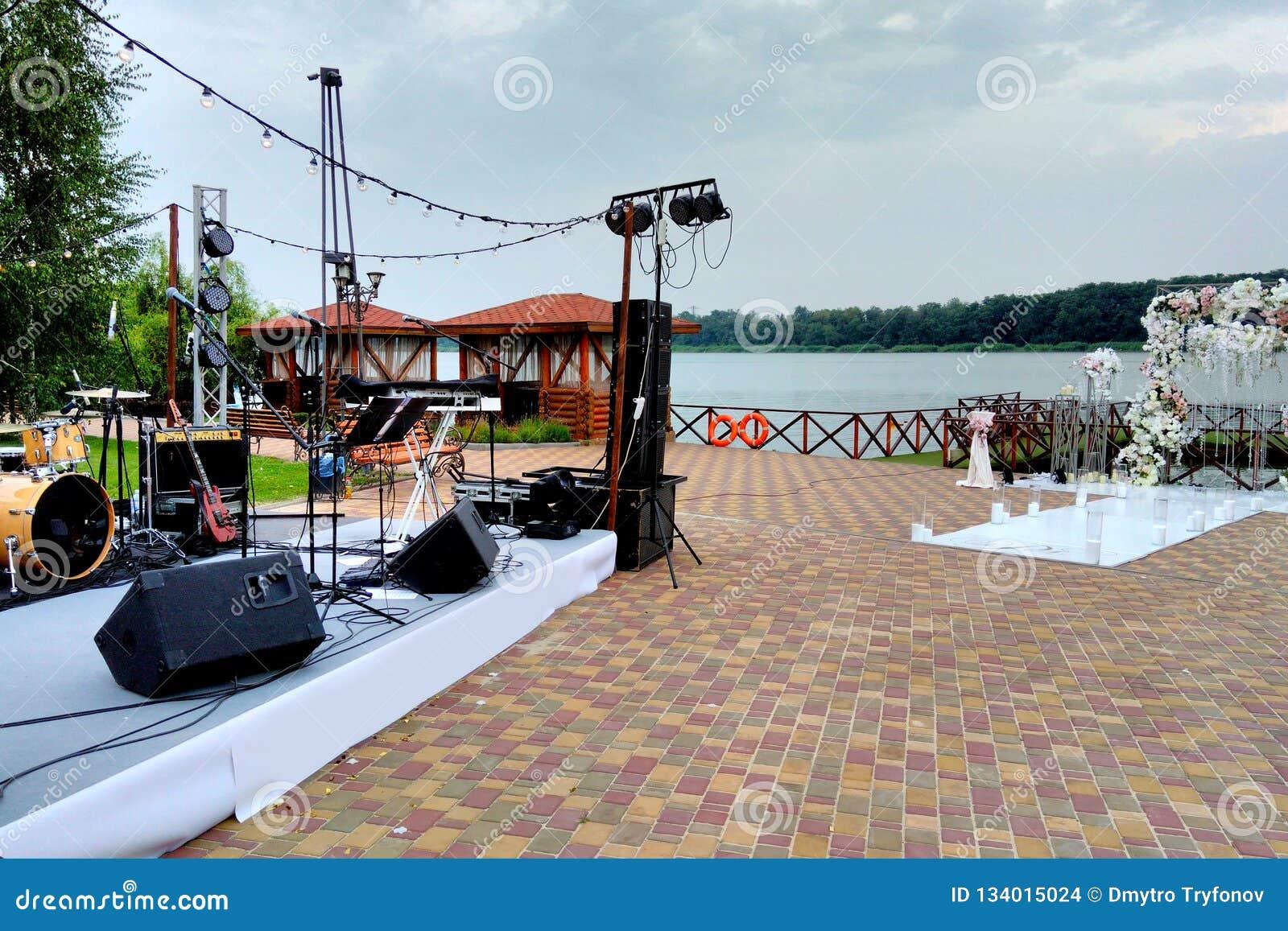Arco di scena e di nozze di musica, organizzazione delle feste