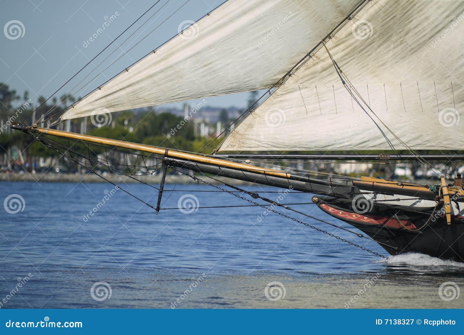 Arco di una nave di navigazione