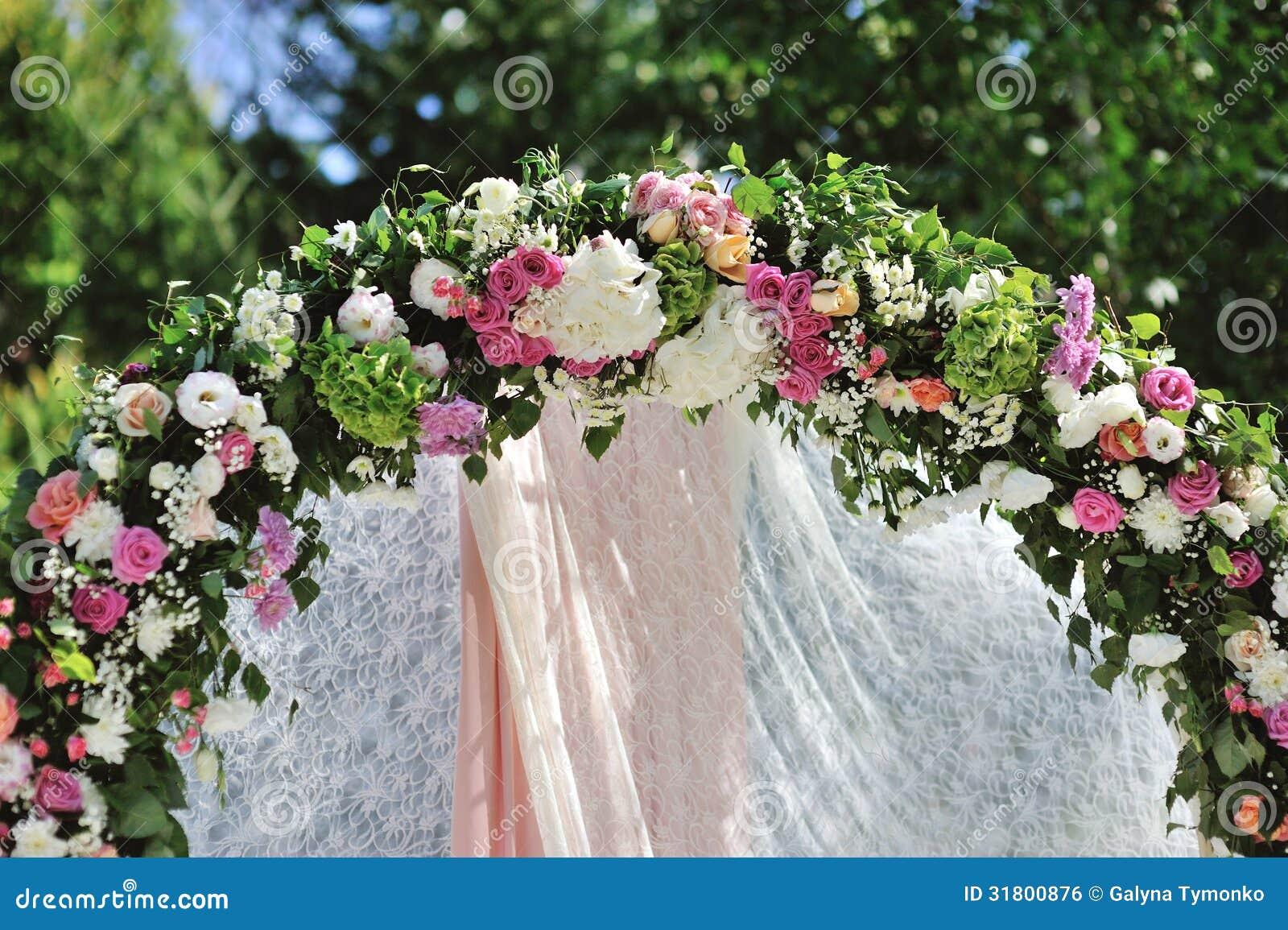 Arco Do Casamento Com Flores Imagem De Stock Royalty Free