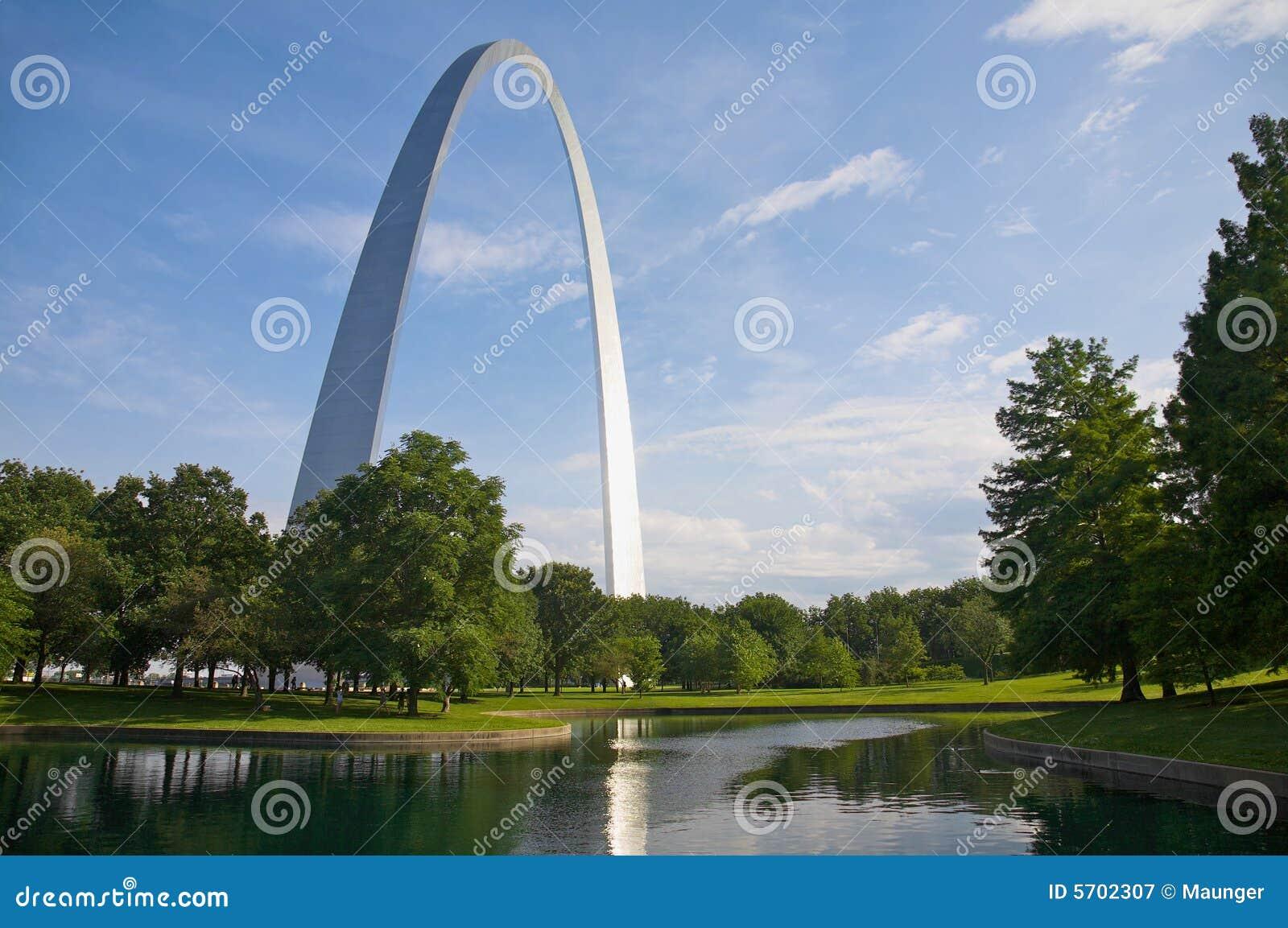 Arco e riflessione di St. Louis