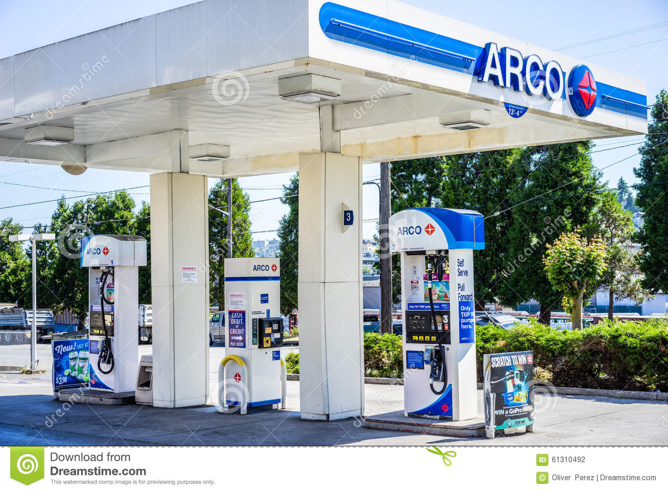 Arco Gas Station >> Arco Gas Station Editorial Photography Image Of Fuel 61310492