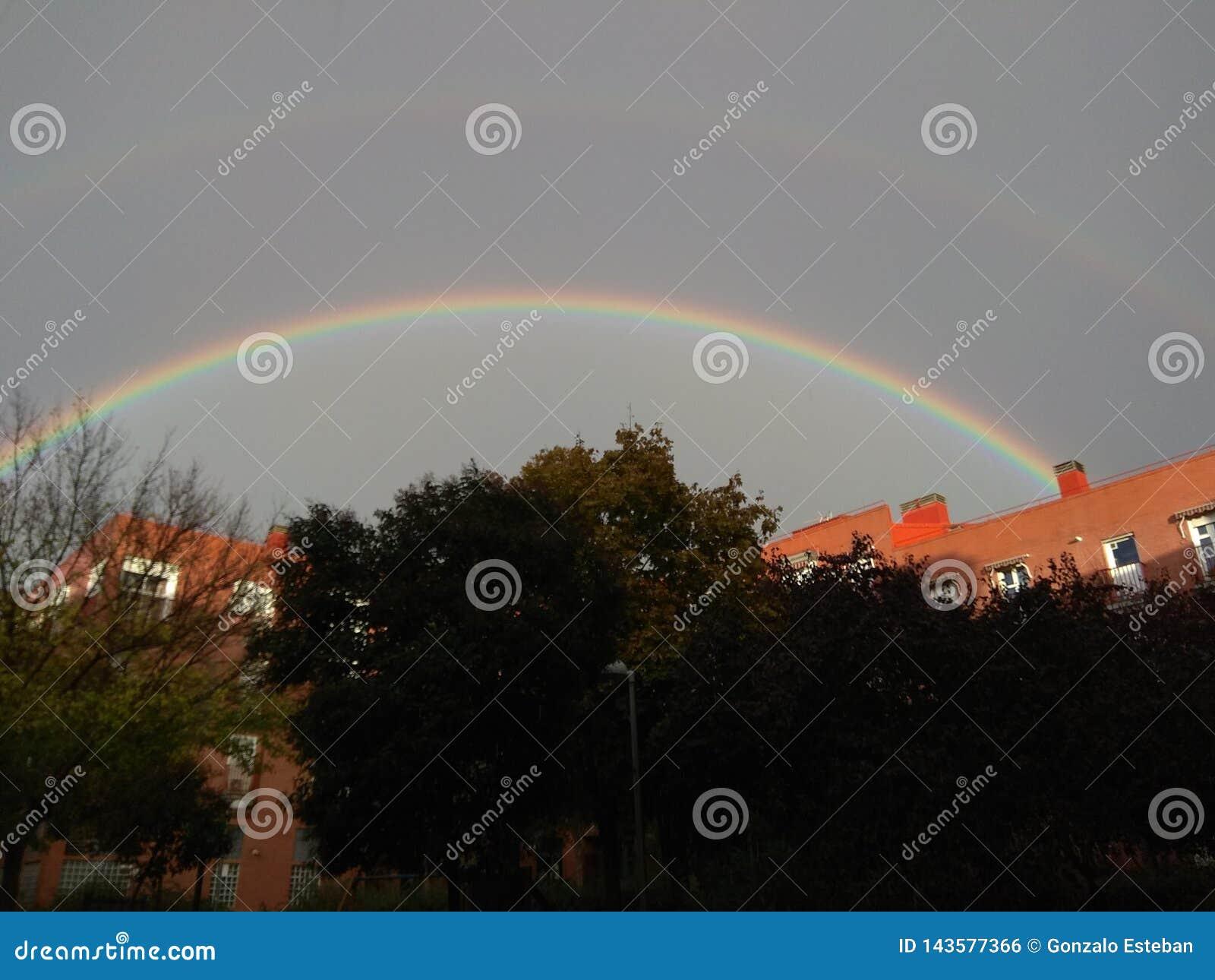 Arco iris circular sobre Madrid
