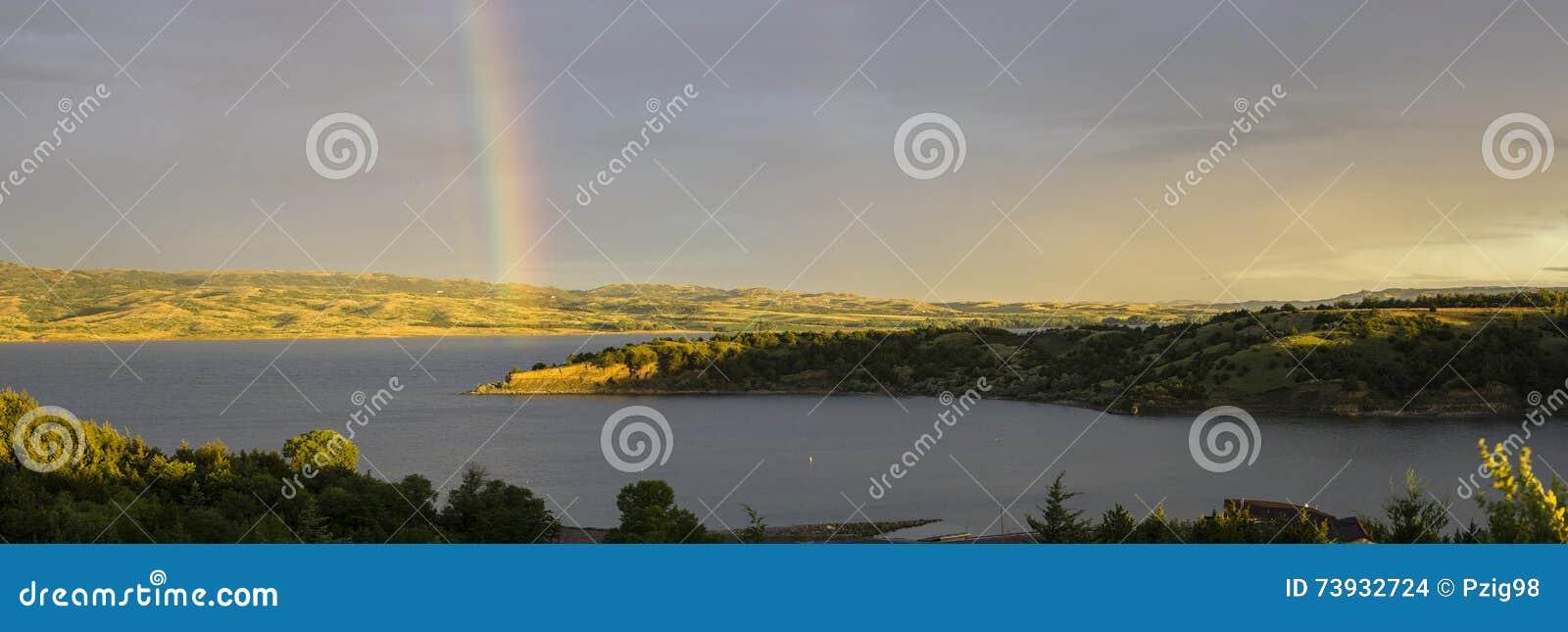 Arco iris del río Missouri, lago Francis Case