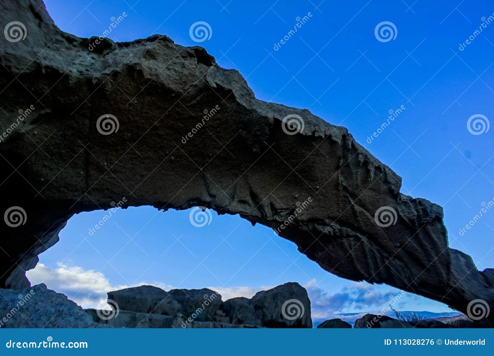 Arco natural en el desierto