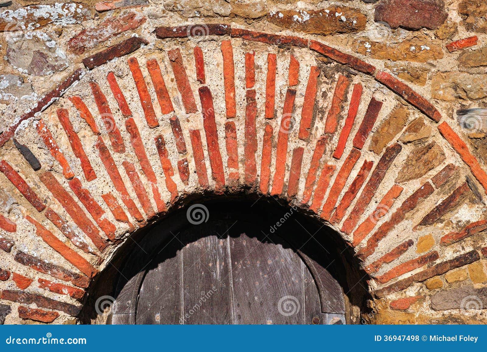 Arco romano del mattone fotografie stock libere da diritti for Costo del mattone da costruire