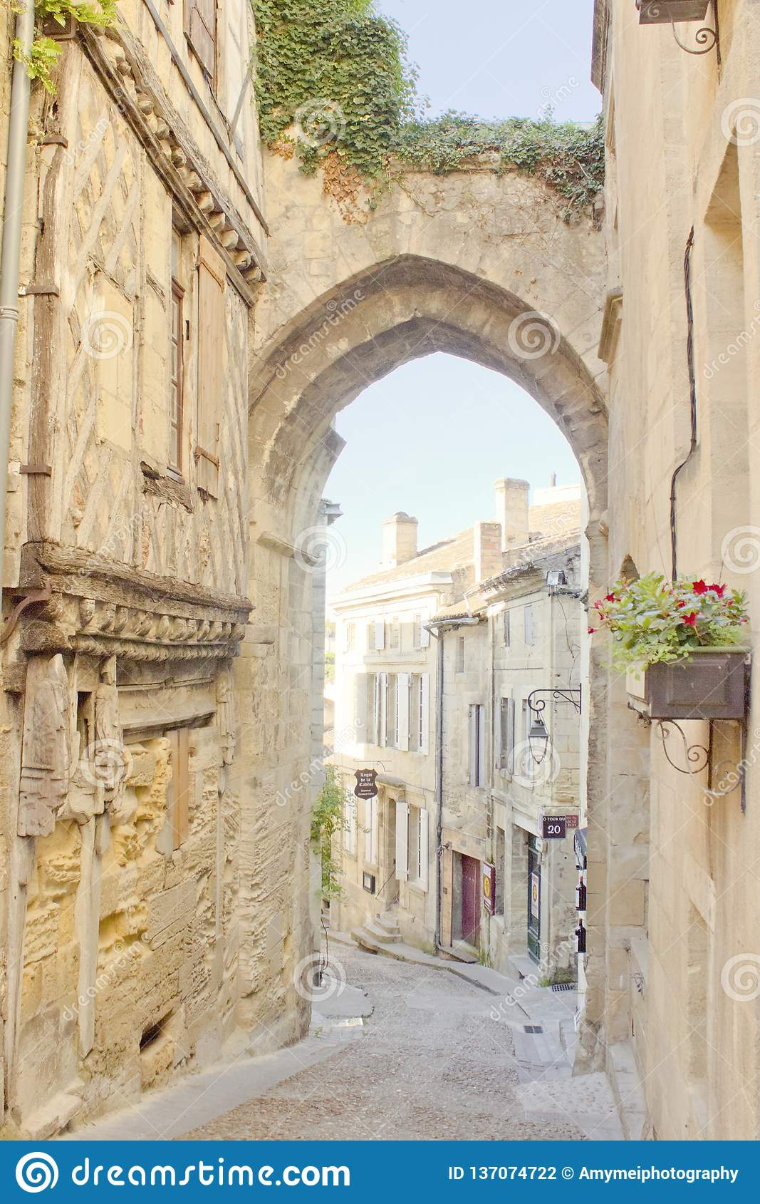 Arco in Saint Emilion, Bordeaux, Francia