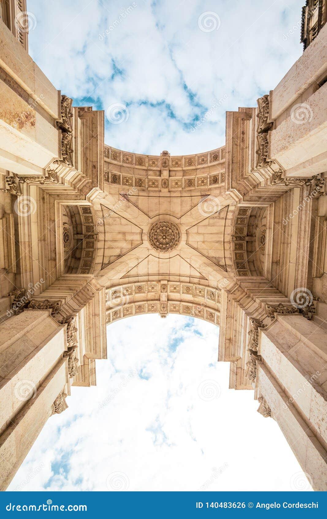 Arco triunfal de Rua Augusta no centro histórico da cidade de Lisboa em Portugal