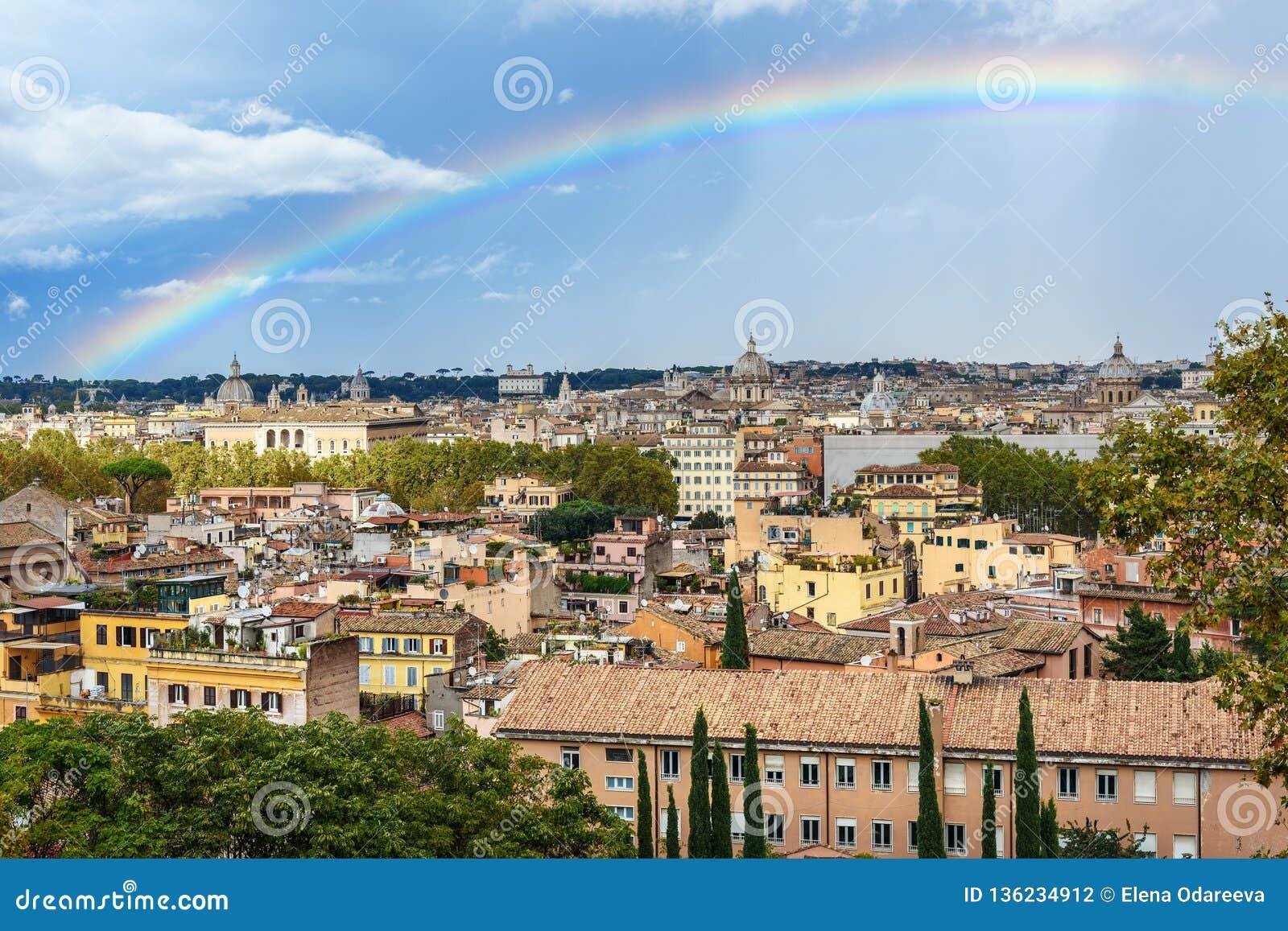 Arcobaleno Sopra Roma Vista Di Arial Della Città Di Roma