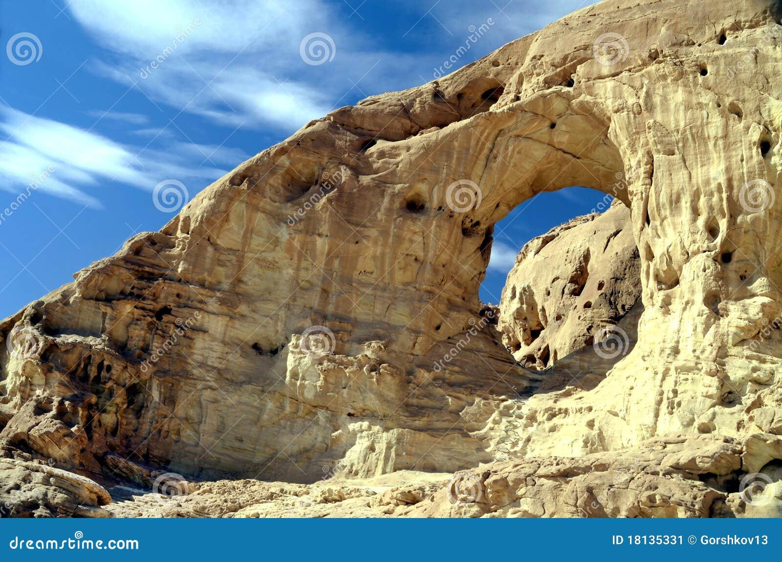 Arcos antigos no parque Timna, Israel