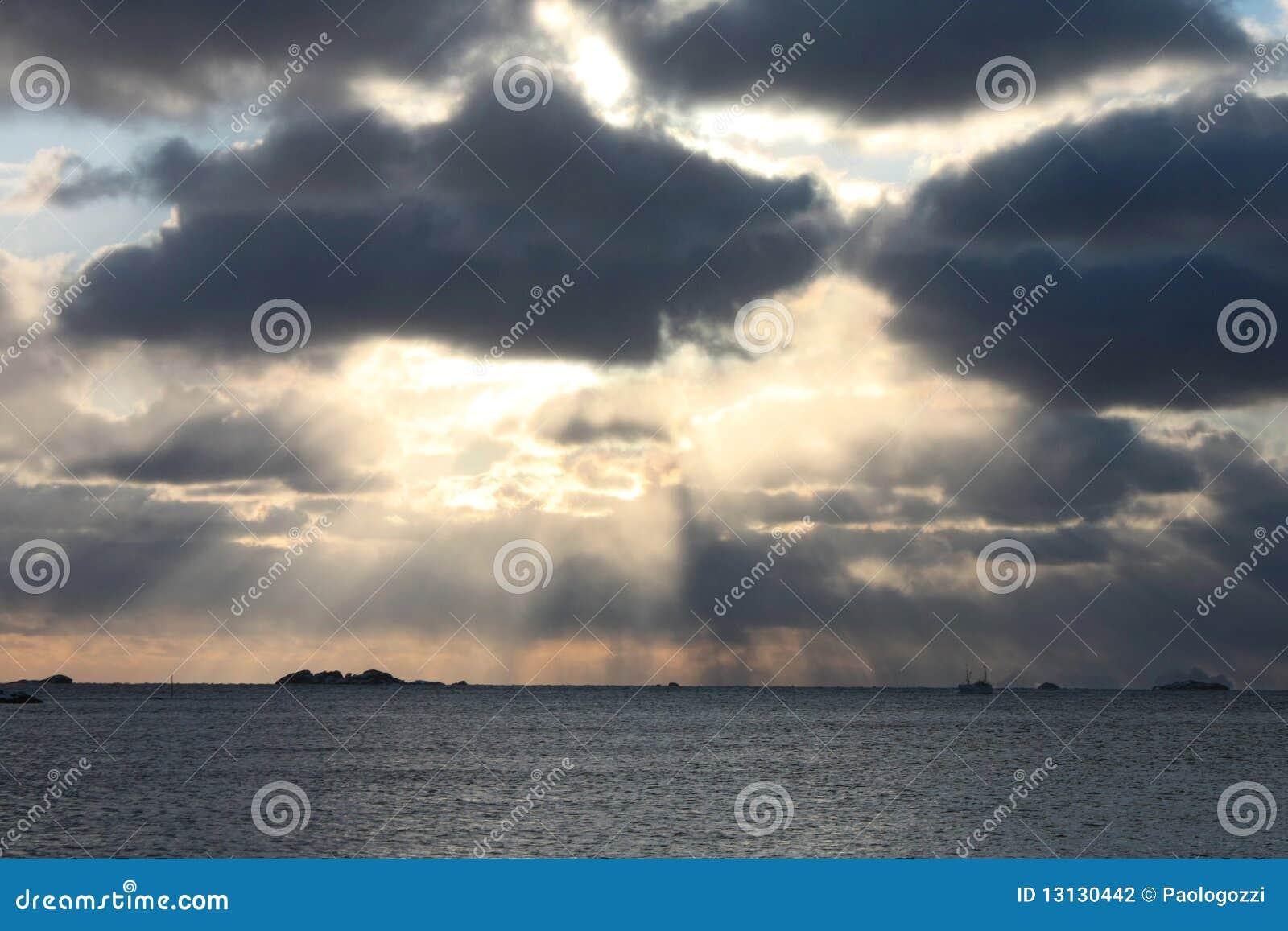 Arctic Sun rays