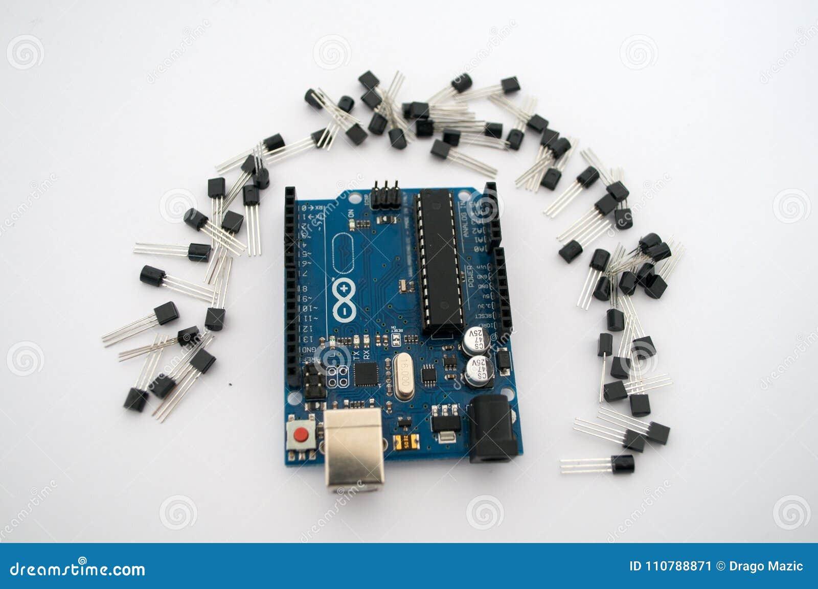 Arduino en rond opgestelde transistors