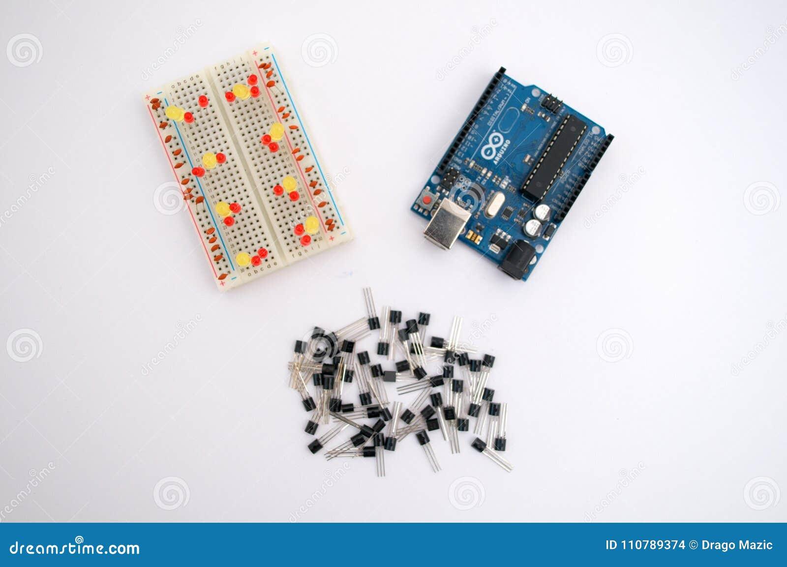 Arduino, transistors, protoboard met opgestelde leiden