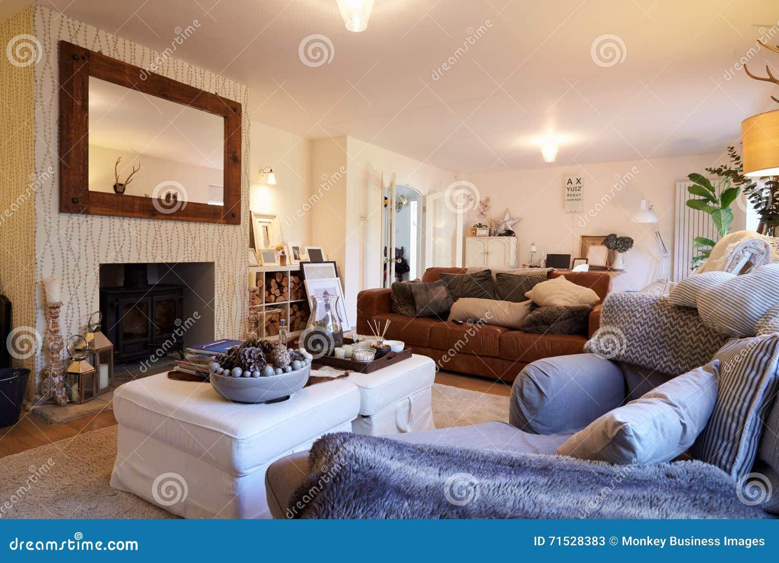 Area del salotto della casa di famiglia contemporanea for Planimetrie della casa contemporanea