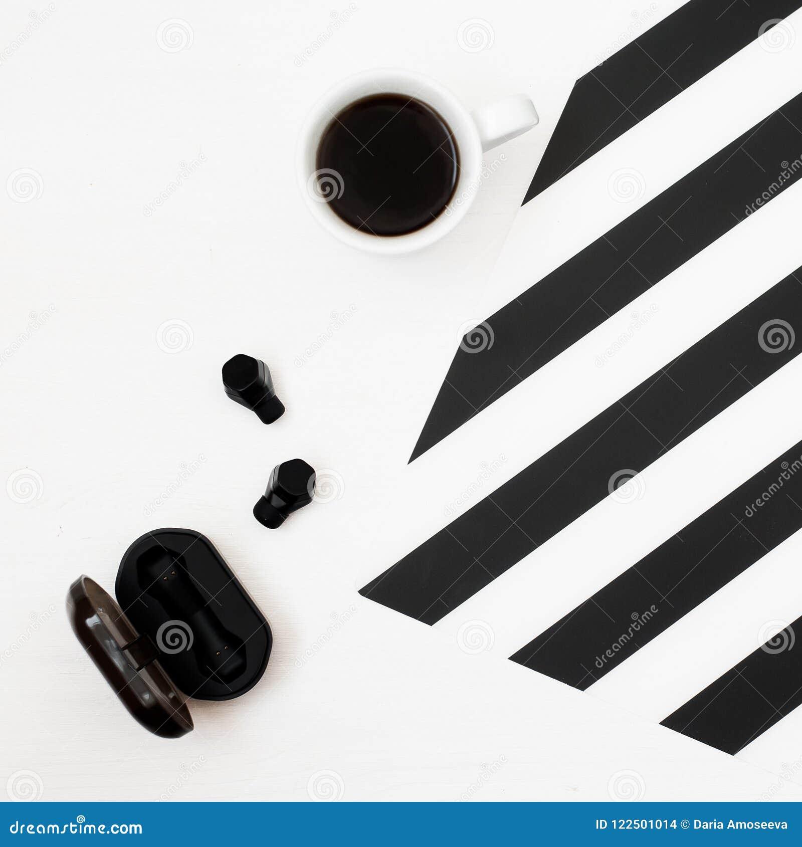 Area Di Lavoro Di Minimalistic Con La Tazza Di Caffè 78f69ad4b96c