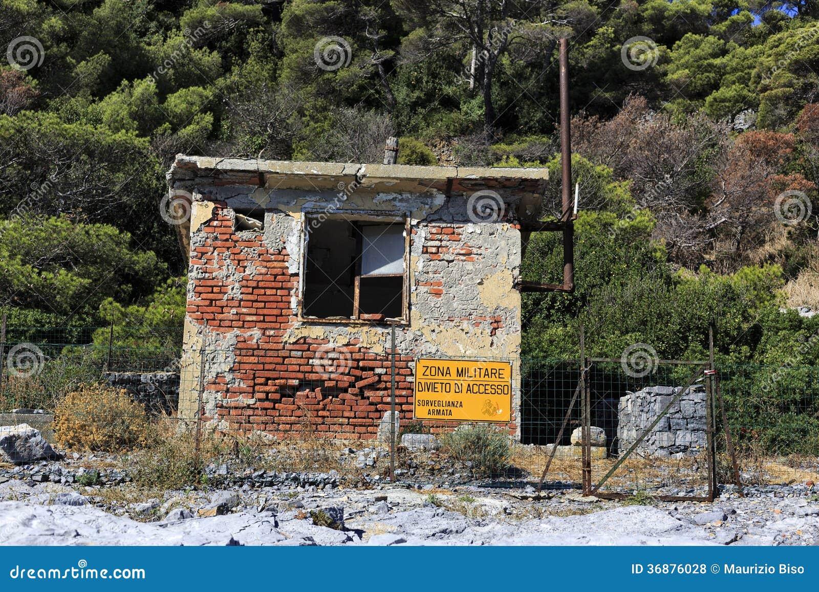 Download Area militare fotografia stock. Immagine di italia, coltura - 36876028