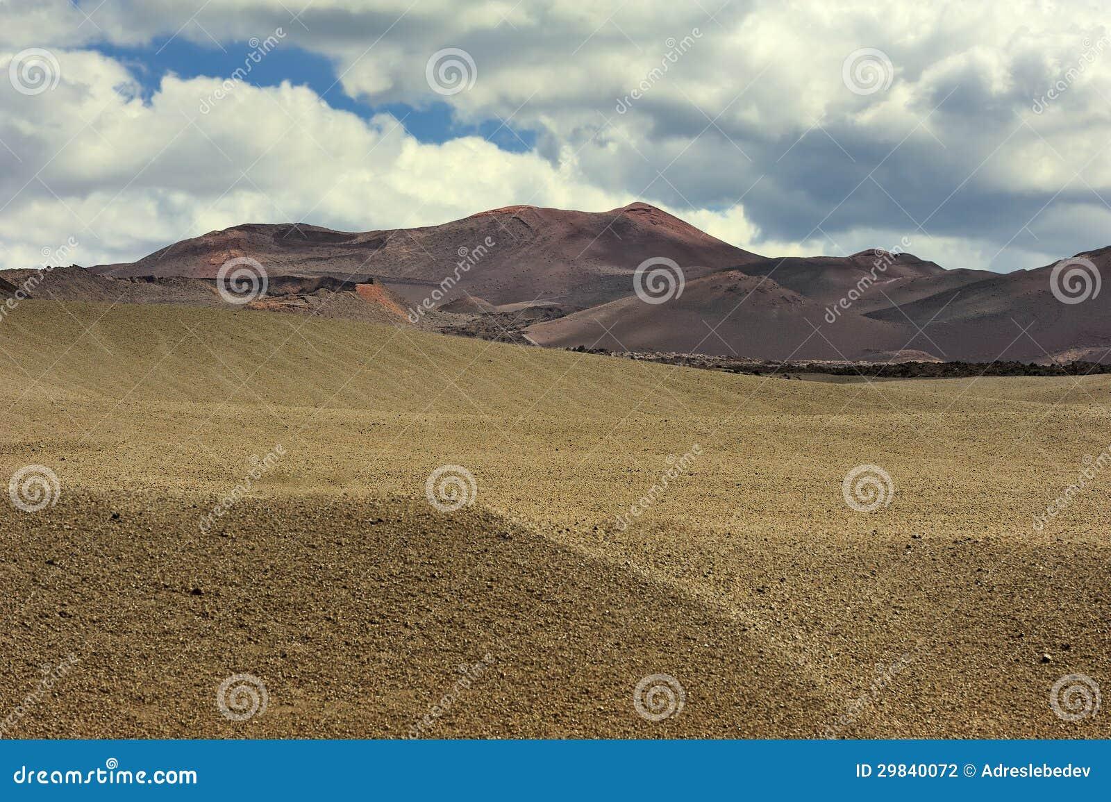 Montanha vulcânica no parque nacional de Timanfaya, ilha de Lanzarote,