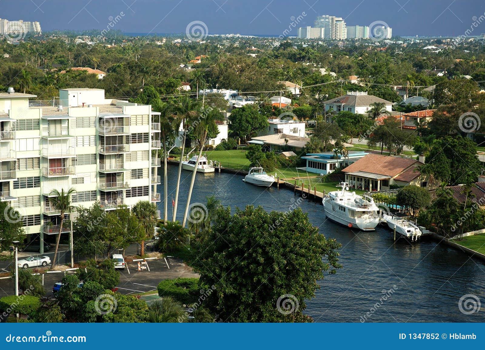 Areial mening van Florida kanaal