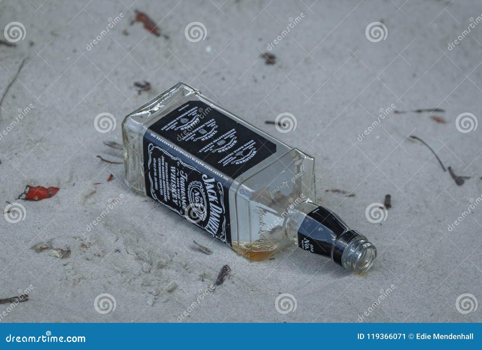 Arena de Jack Daniels Bottle Empty In