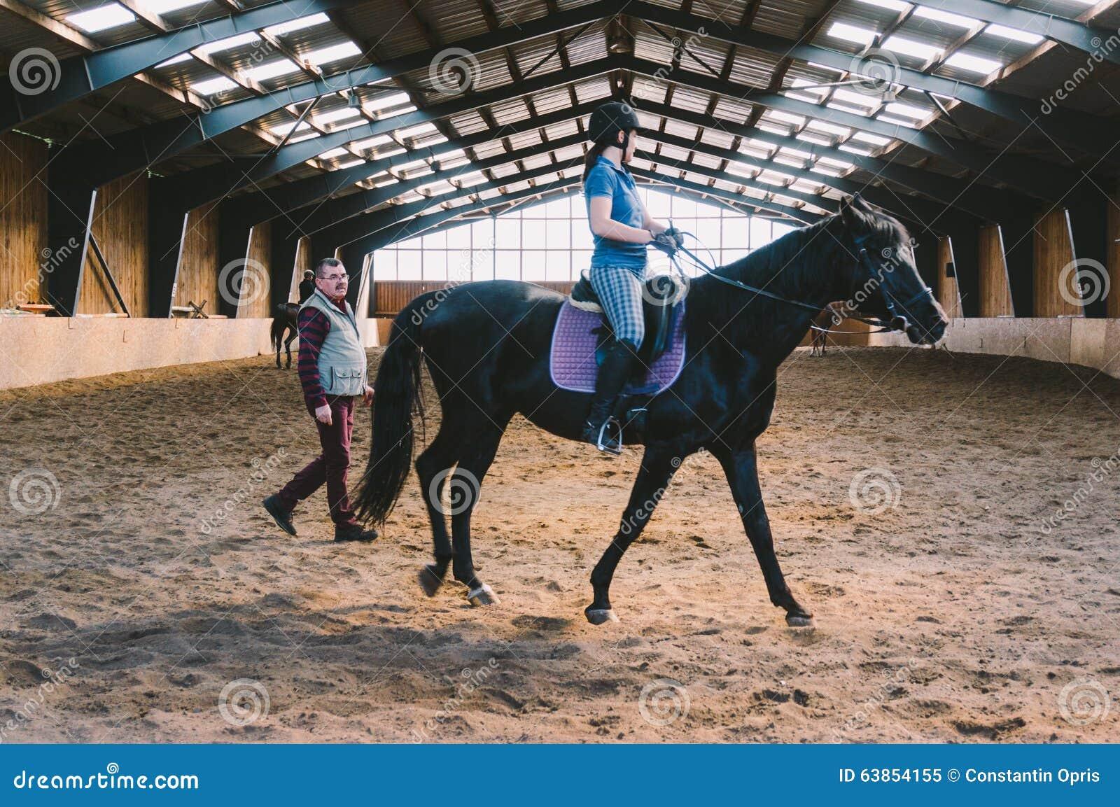 Arena del cavallo con i cavalieri