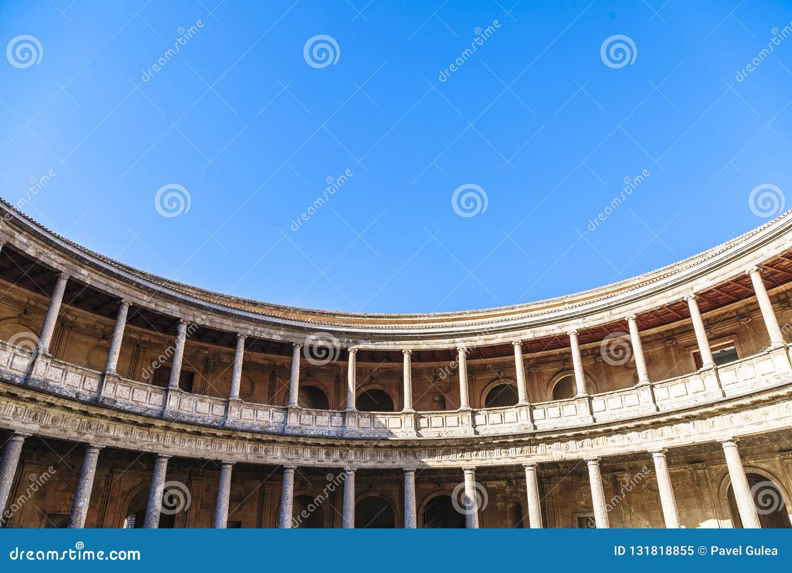 Arena in palazzo di Carlos 5 nel complesso di Alhambra a Granada, Spagna