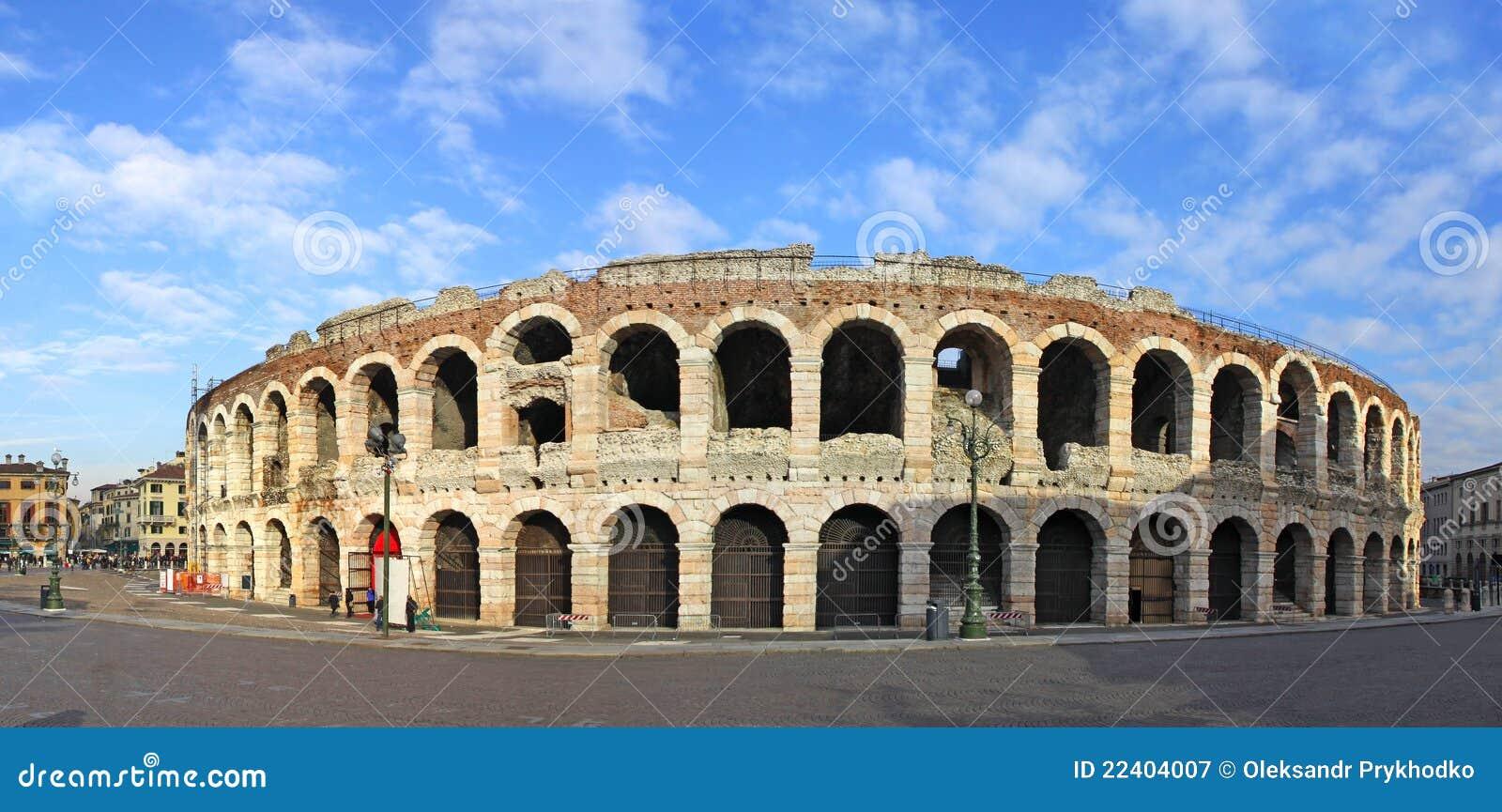 Arena romana antiga do amphitheatre em Verona