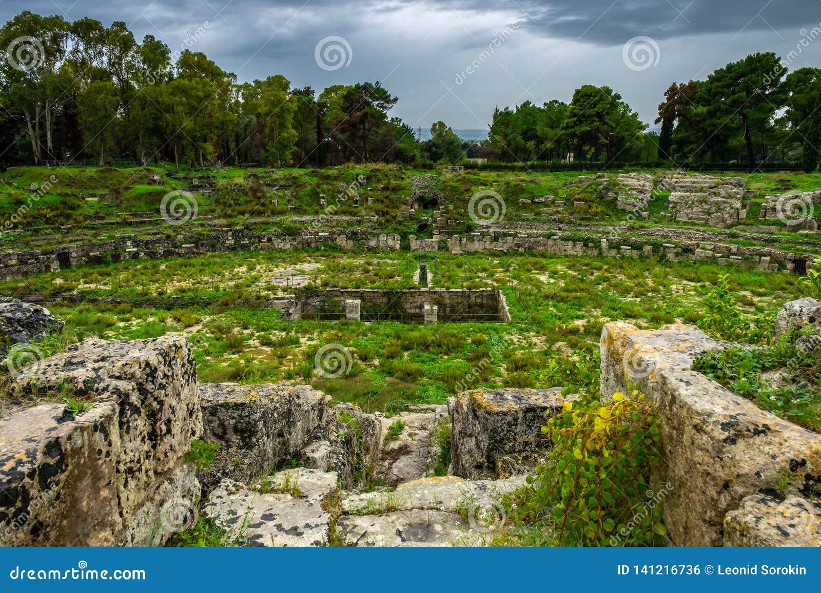 Arena romana antiga para lutas dos gladiadores em Siracusa