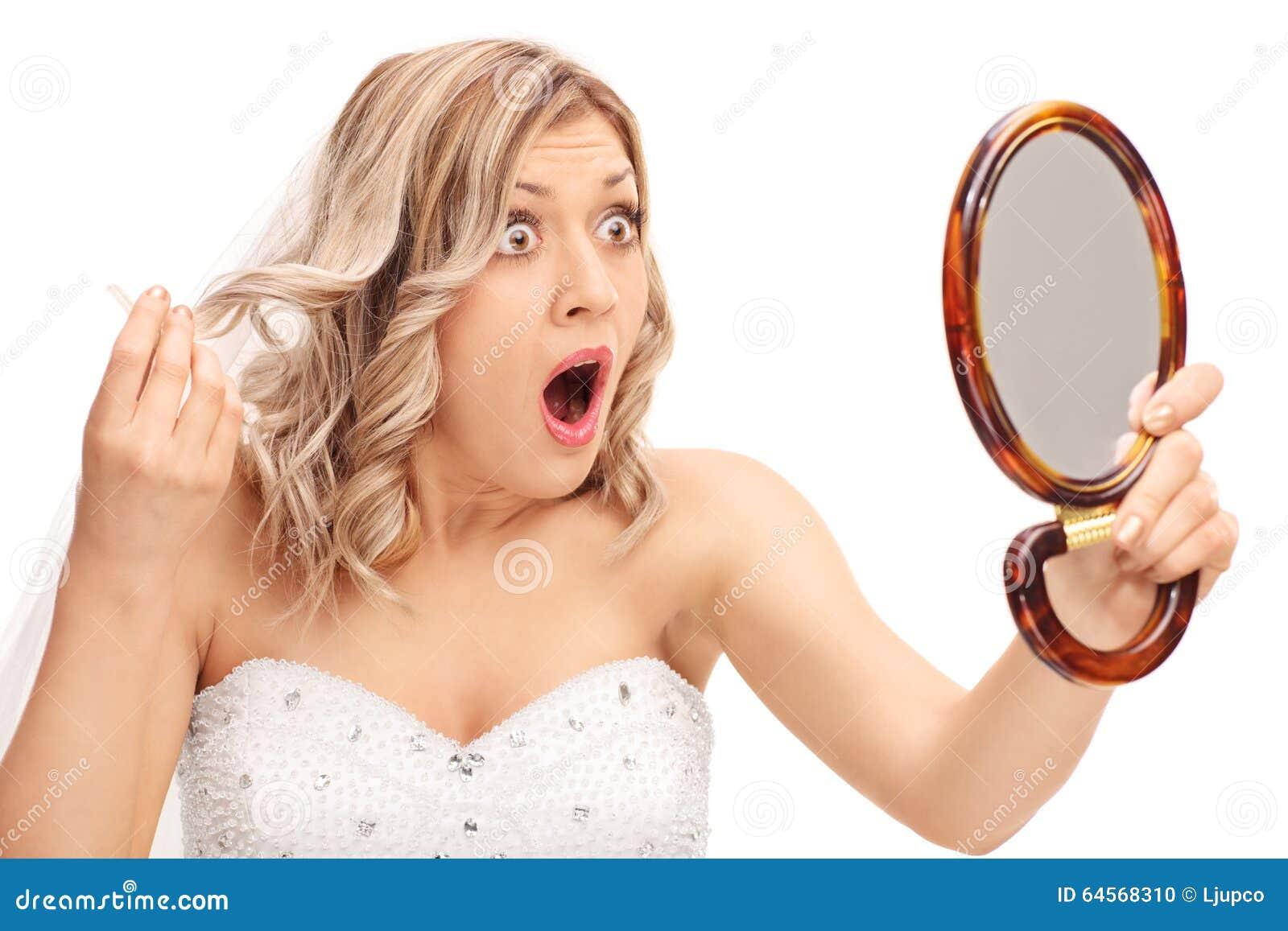 Arg brud för barn som ser hennes frisyr