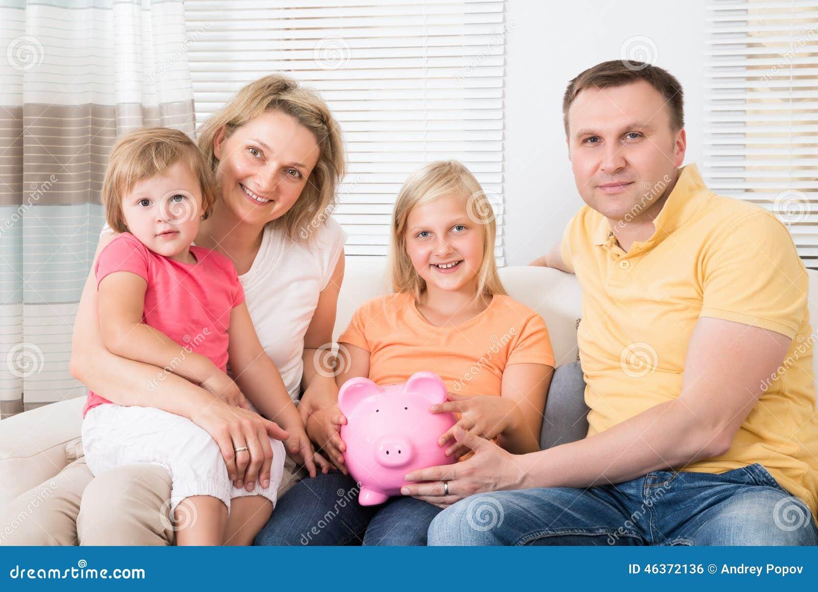Argent d économie de famille dans la tirelire