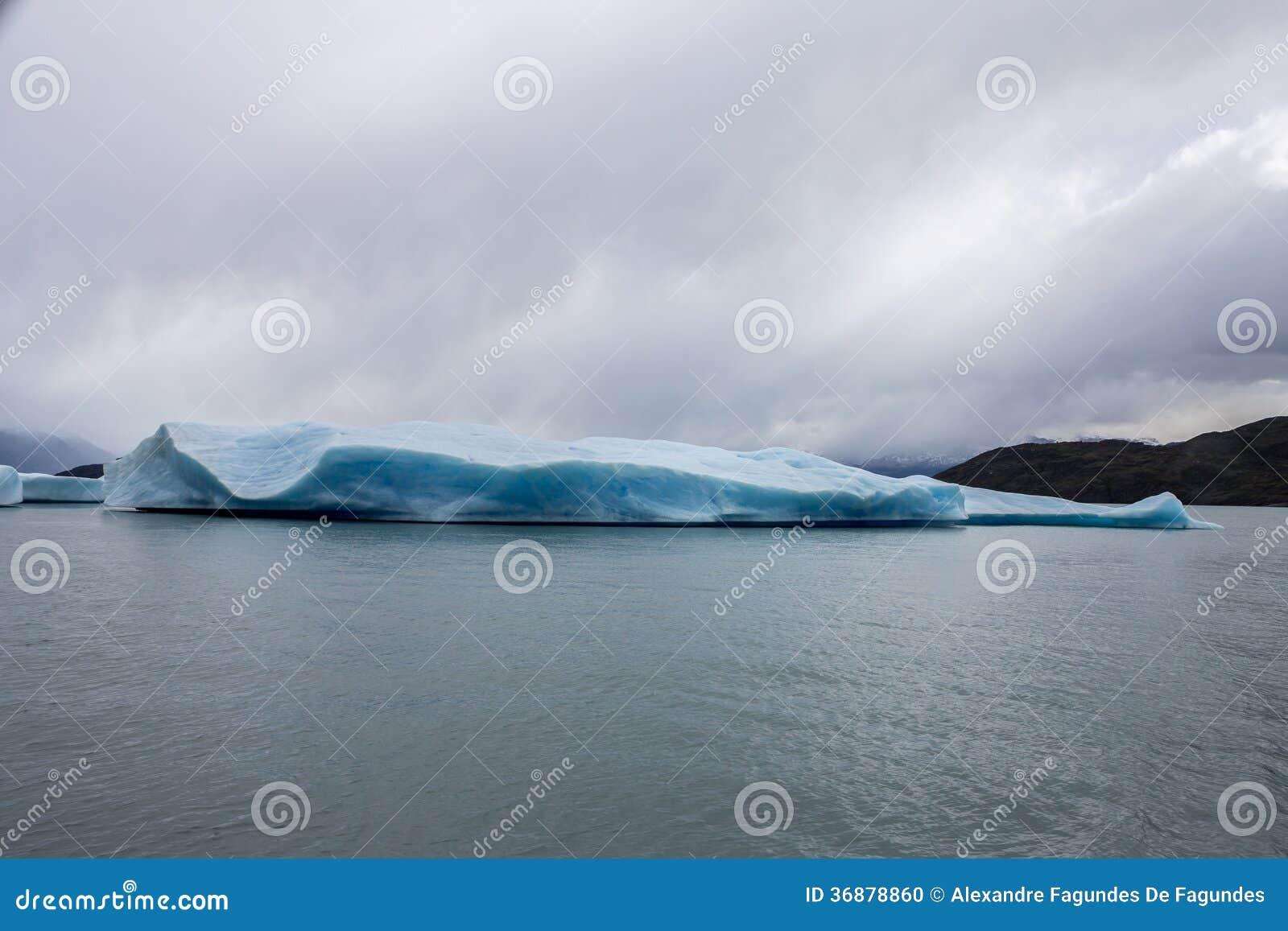 Download Argentino Lake Ice Block fotografia stock. Immagine di ghiaccio - 36878860