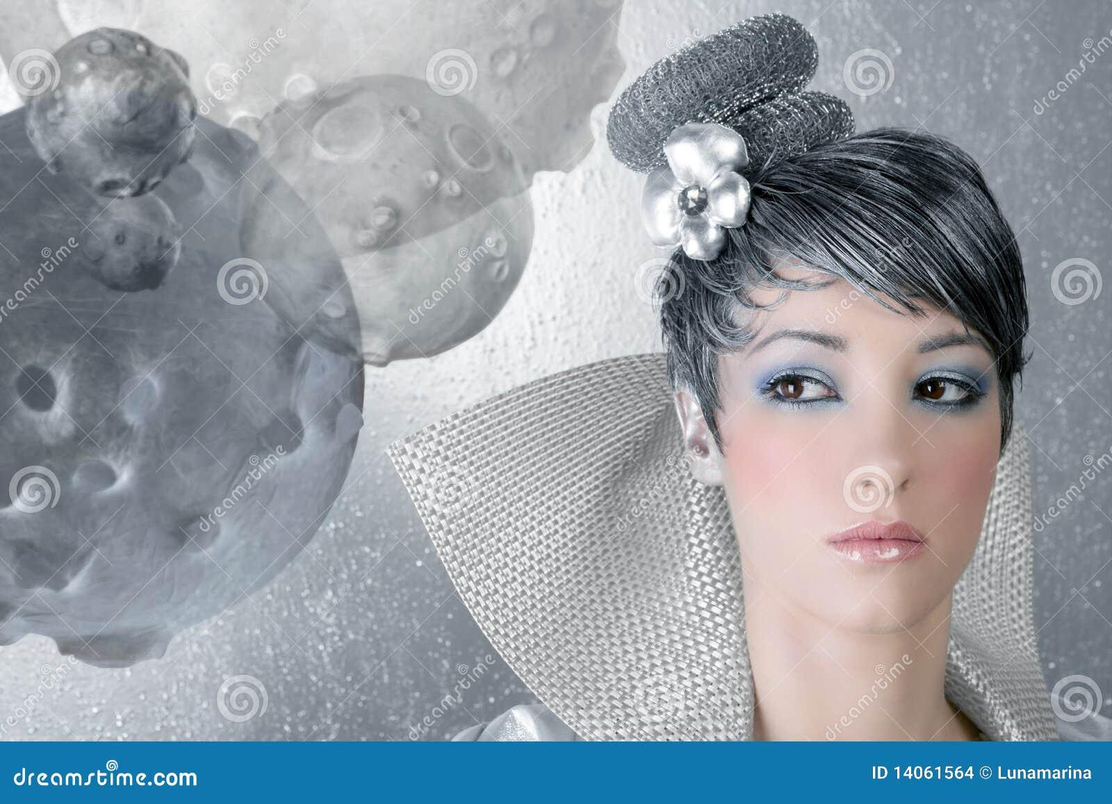 Argento futuristico della donna dell acconciatura di trucco di Fahion