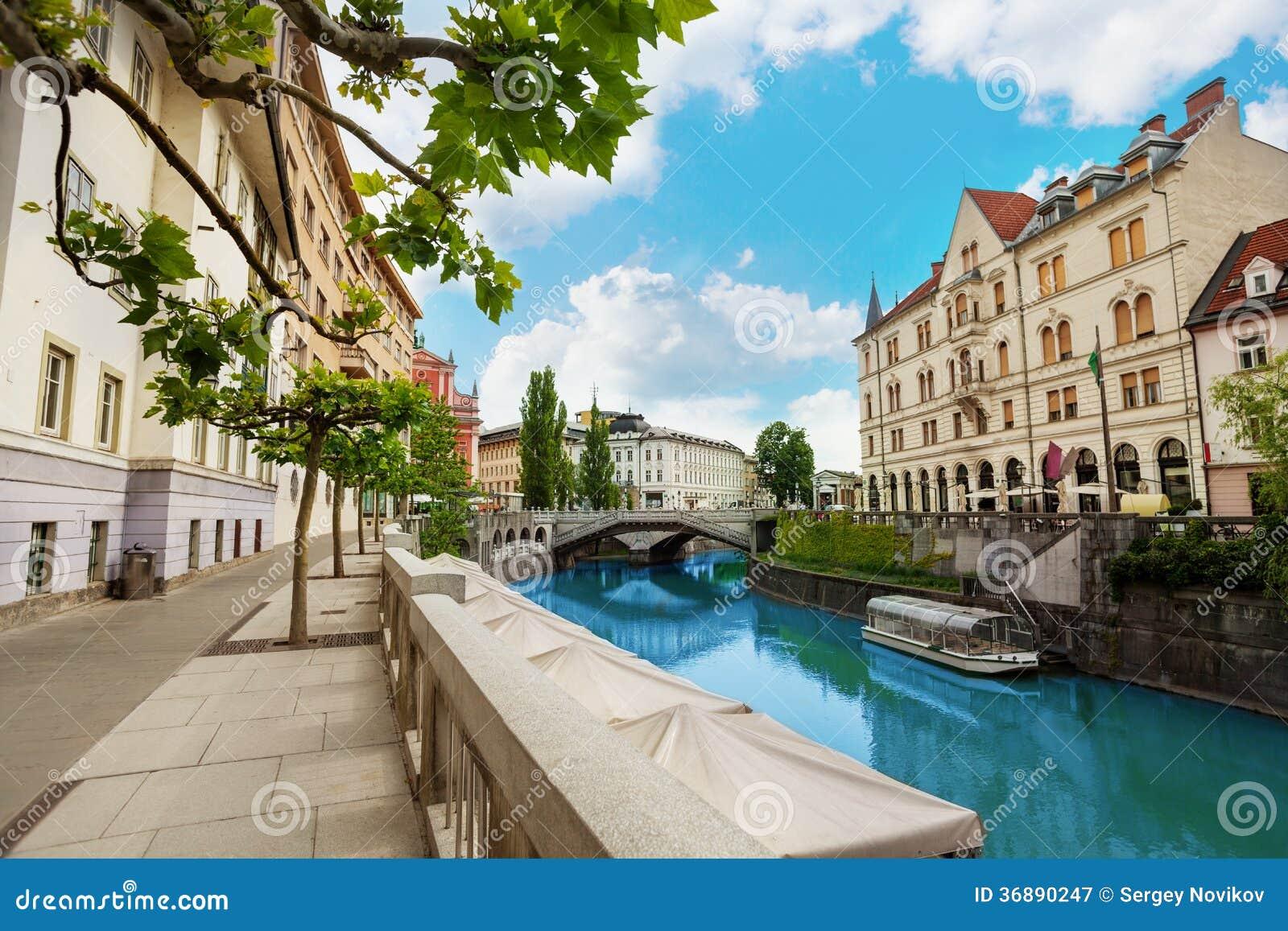 Download Argine Del Fiume Di Transferrina Immagine Stock - Immagine di cattedrale, facade: 36890247