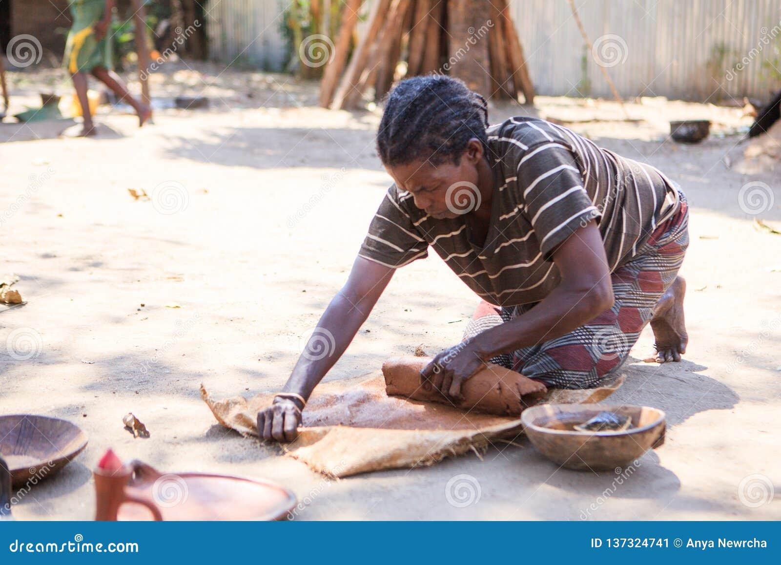 Ari-Stamm Ceramistfrau