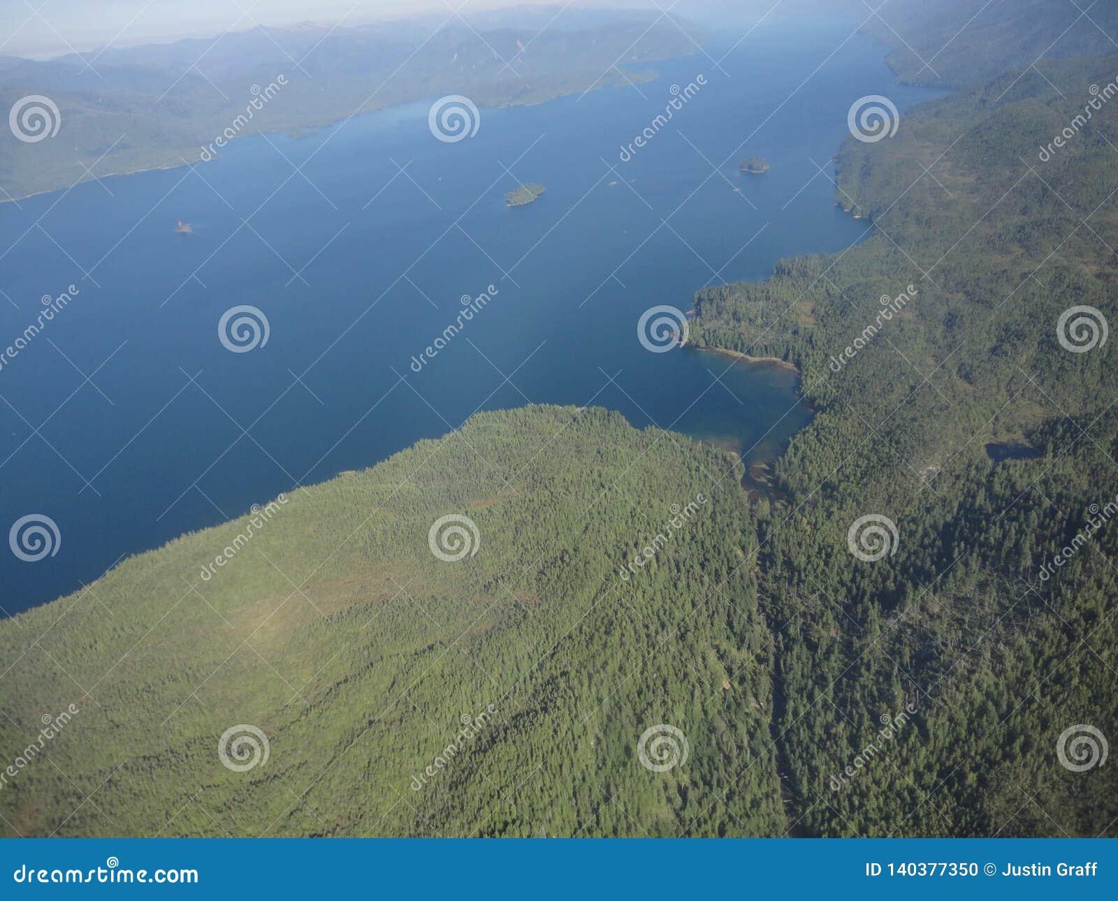 Ariel View de Misty Fjords na floresta nacional de Ketchikan Alaska Tongass