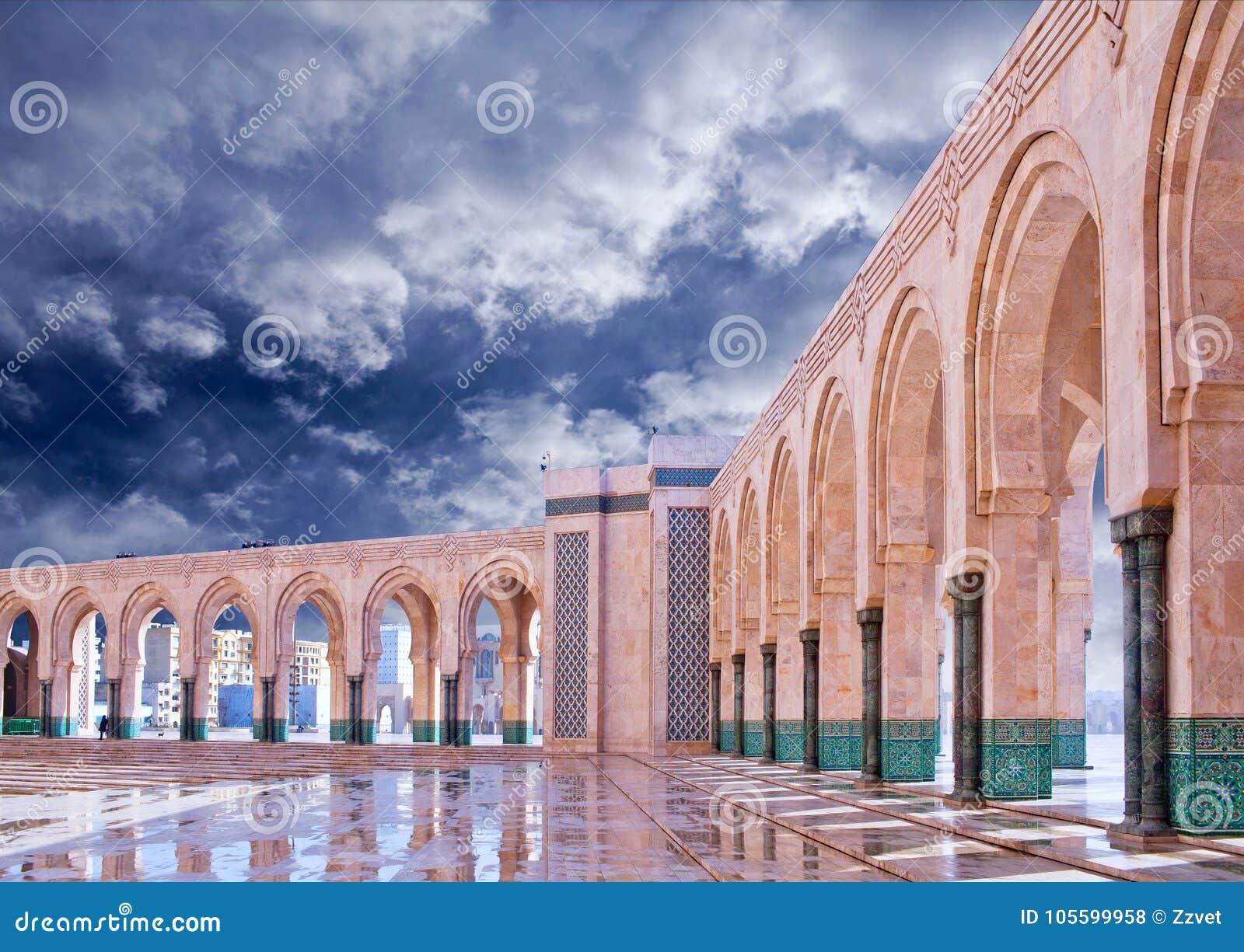Arkad kolumny w Hassan II meczecie w Casablanca, Maroko