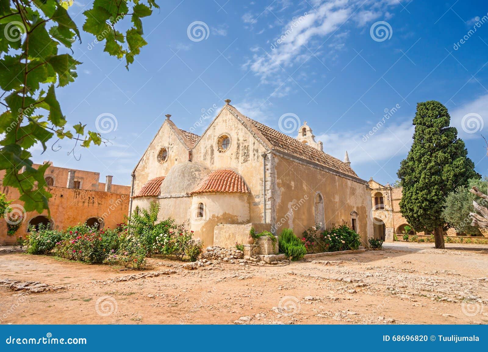 Arkadi修道院的后院