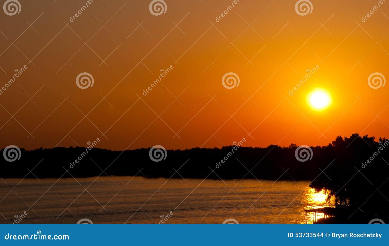 Arkansas Ozark Mountain Sunset golpea la selva tropical del horizonte