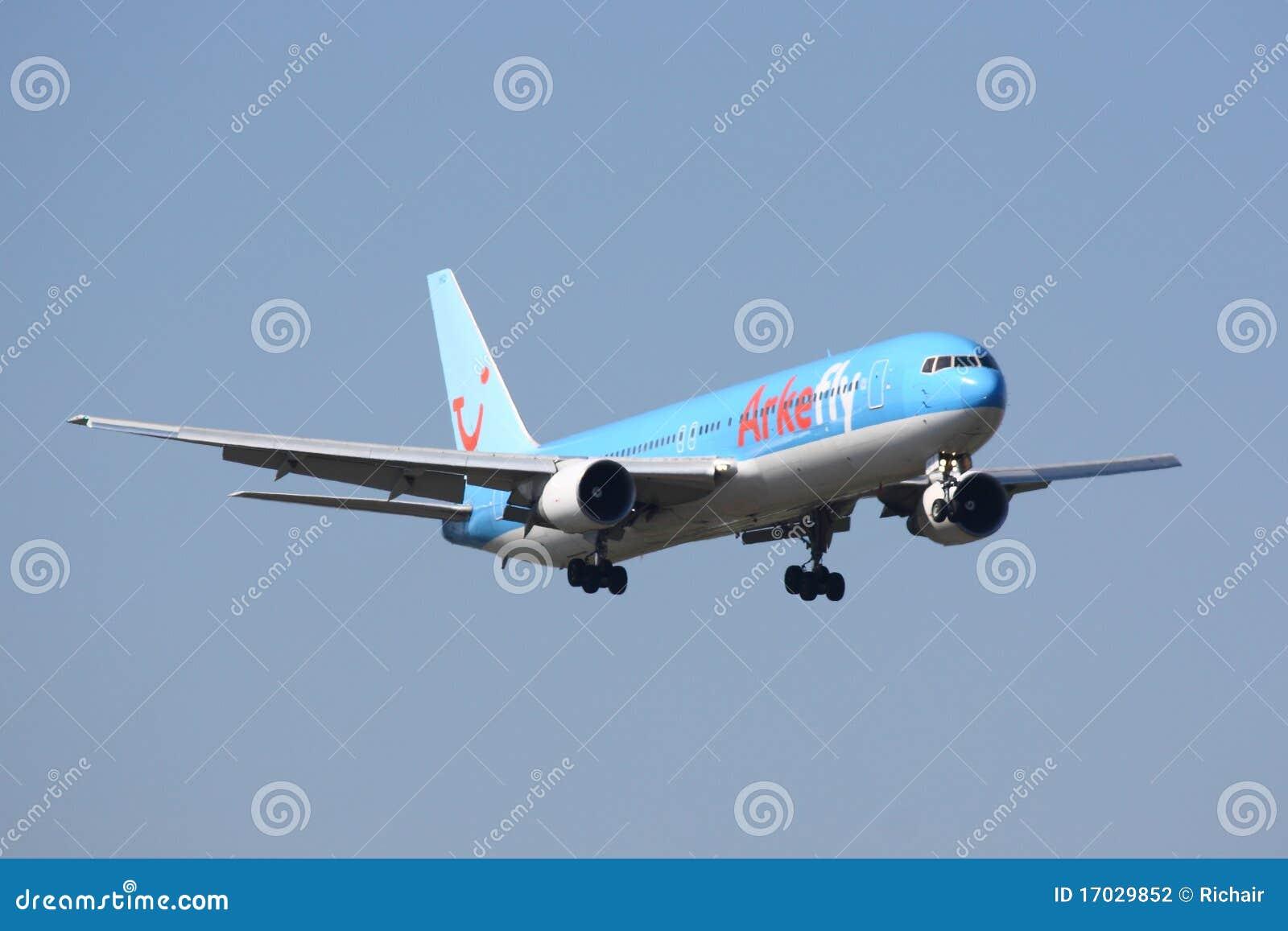 Arkefly 767-300 que aterriza