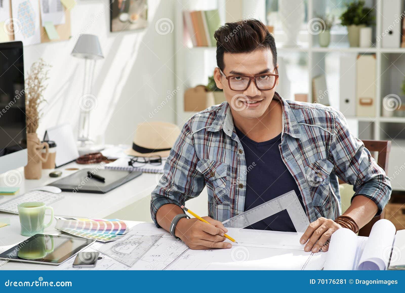 Arkitekt som tycker om arbete